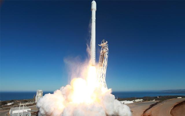 Heute muss SpaceX beweisen, dass es kommerzielle Satelliten in den geostationären Orbit bekommt. Diesen Orbit zu erreichen bietet die lukrativsten Marktchancen um Geld zu verdienen. Nur hat SpaceX bisher […]